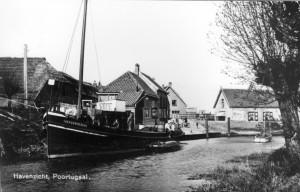 De haven van Poortugaal in 1951 met de Vier Gebroeders.