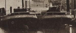 Detail met de naam van de schepen op de kont van de schepen.